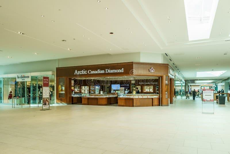 Langley, CANADA - 14 novembre 2018: vista interna del centro commerciale di Willowbrook fotografia stock libera da diritti