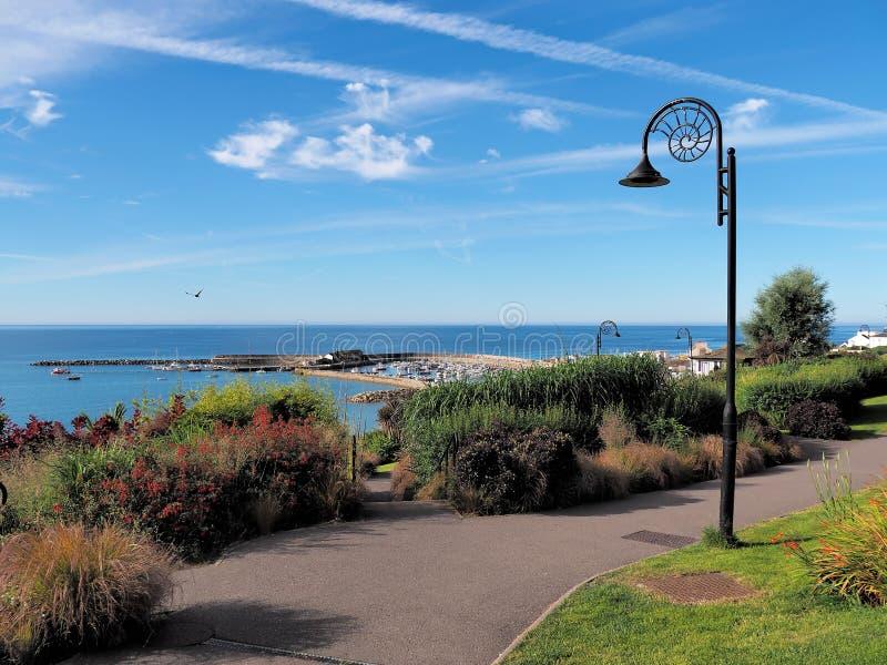 Langmoor trädgårdöverblick - Lyme Regis royaltyfri foto