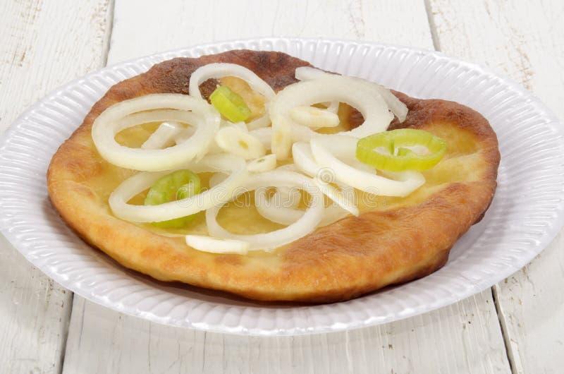 Langos, κατ' οίκον γίνοντα ουγγρικό γρήγορο φαγητό στοκ εικόνες με δικαίωμα ελεύθερης χρήσης