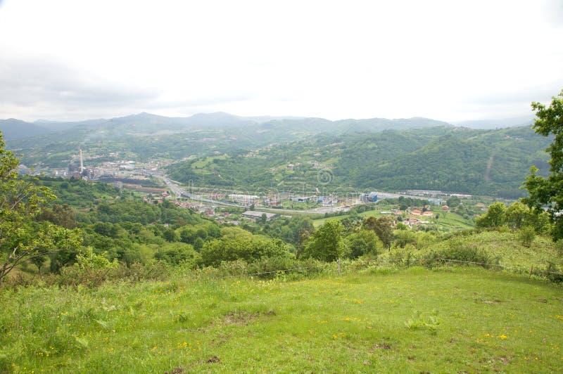 Langreo stad från berg royaltyfri fotografi