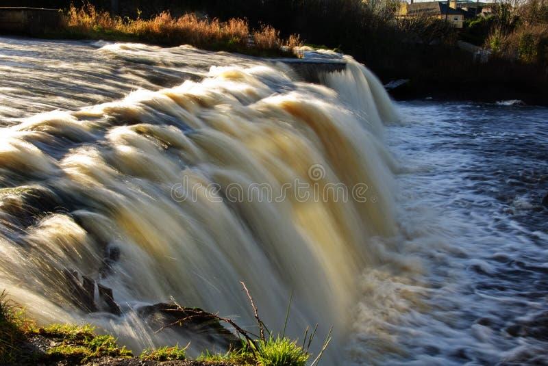 Langsamer Wasserfall in westlich von Irland stockfotos