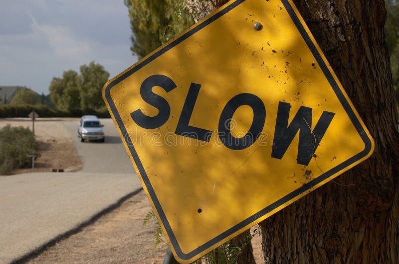 Langsames Verkehrszeichen stockbilder