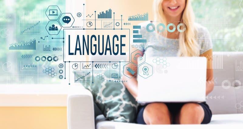 Langue avec la femme à l'aide d'un ordinateur portable photo stock