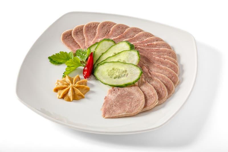Langue bouillie de porc avec des verts photos libres de droits