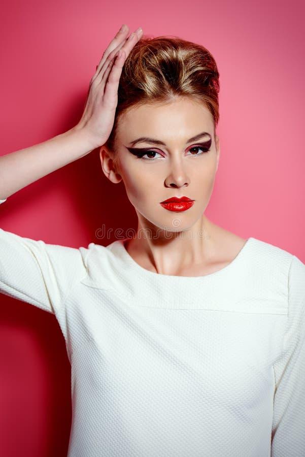 Download Languettes rouges photo stock. Image du attrayant, flèches - 45362500