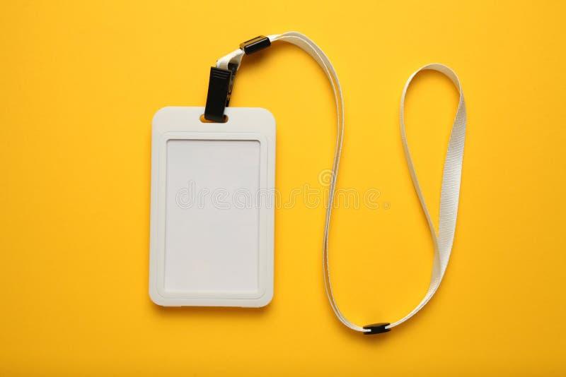 Lanière d'insigne d'événement, identification d'étiquette de nom sur le fond jaune Blanc de carte de visiteur, maquette des couli image libre de droits