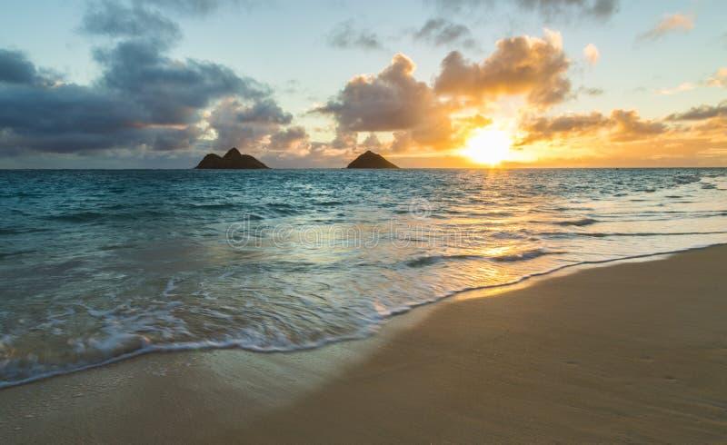 Lanikai strandsoluppgång fotografering för bildbyråer