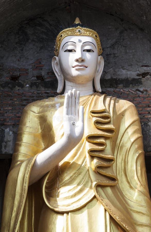 Lanna Buddha Statue royaltyfria foton