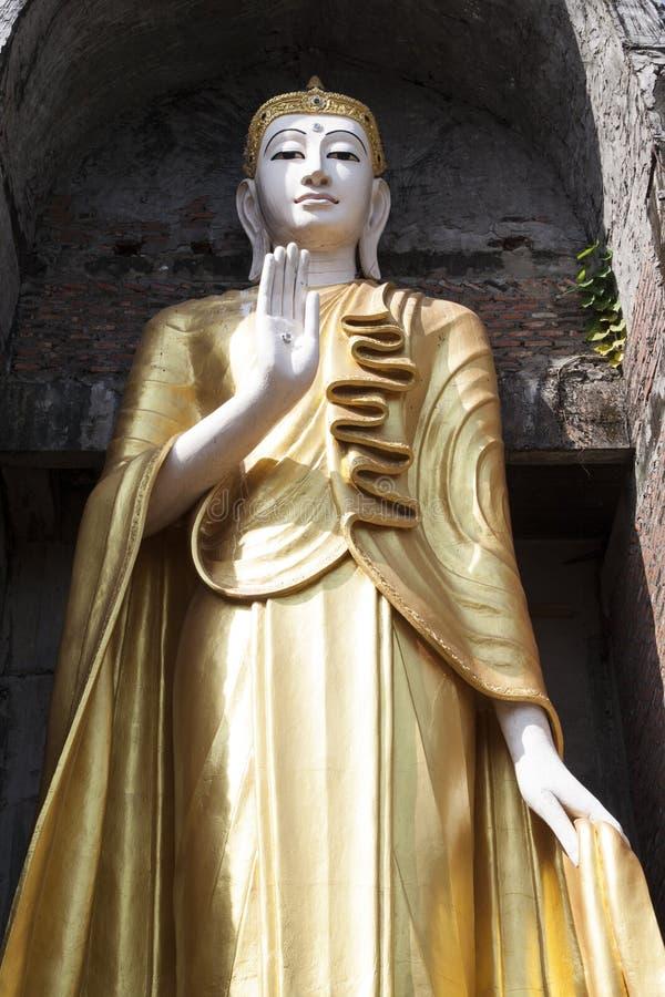 Lanna Buddha Statue royaltyfri bild