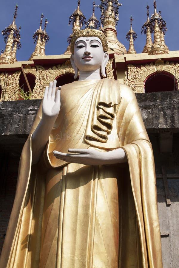 Lanna Buddha Statue royaltyfria bilder
