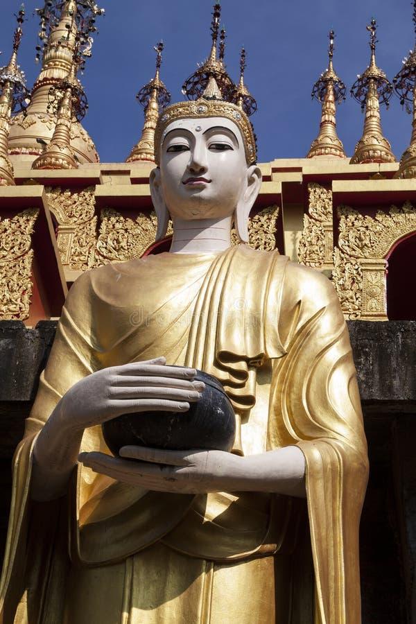 Lanna Buddha Statue royaltyfri foto