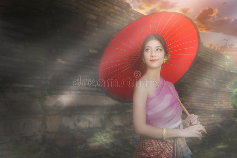 Lanna kvinna norr Thailand arkivfoto