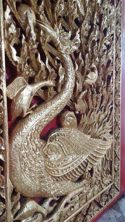 Lanna thaïlandais a découpé la porte, forme de cygne photographie stock