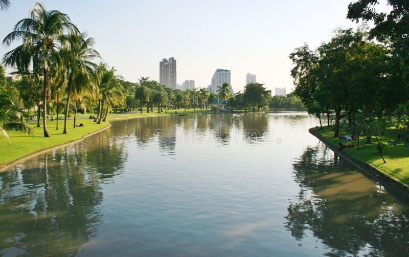 Lanscape озера и сада в Бангкоке стоковое фото rf
