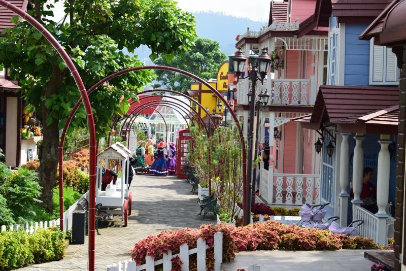 Lanscape de Beuty panorámico de mini ciudad con la luz hermosa del jardín fotos de archivo