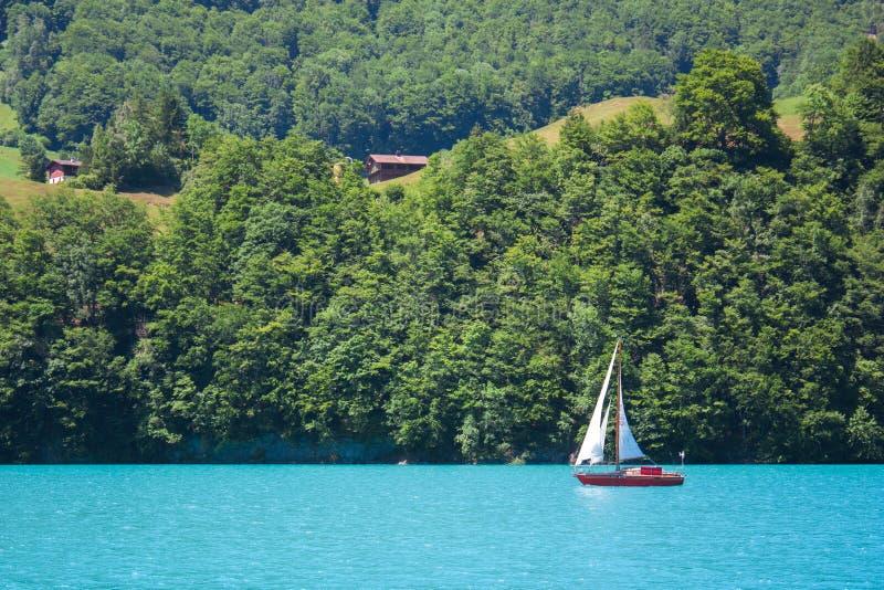 Lanscape del lago con el barco fotografía de archivo libre de regalías