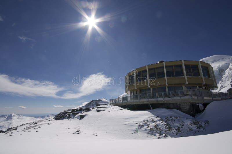 Lanscape della montagna con costruzione interessante immagine stock libera da diritti