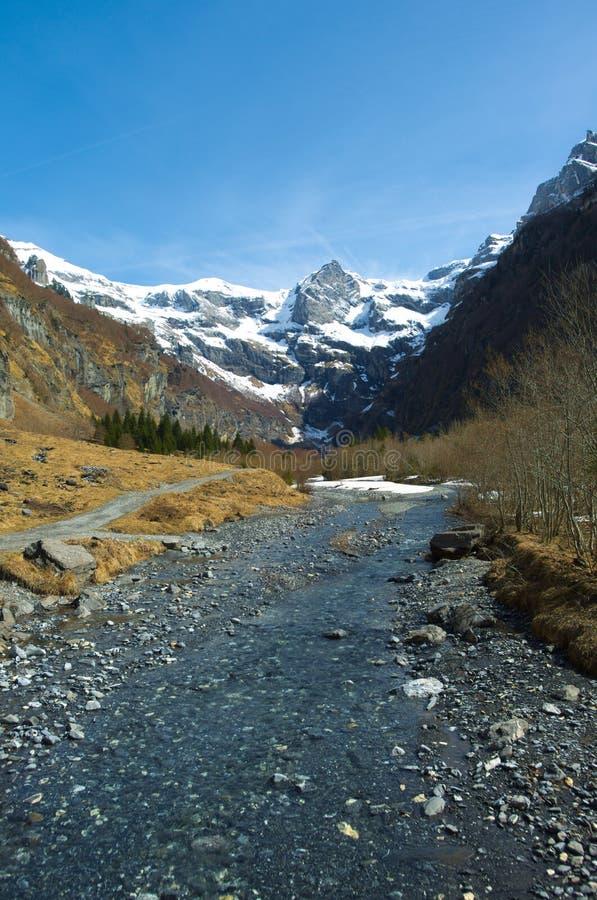 Lanscape della montagna con il fiume fotografie stock libere da diritti