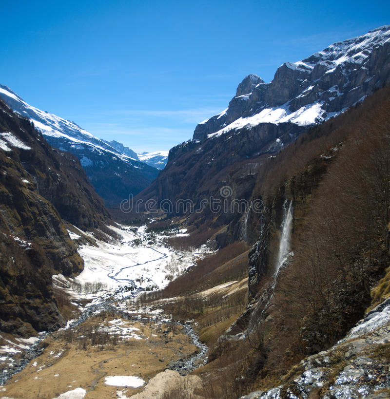 Lanscape della montagna con le cascate fotografia stock