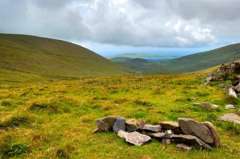 Lanscapemening over groene heuvels in Ring van Kerry royalty-vrije stock afbeeldingen