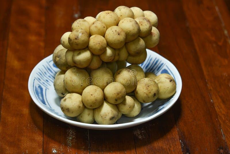 Lansium Longkong lub domesticum jesteśmy Tajlandzkimi tropikalnymi owoc obraz royalty free
