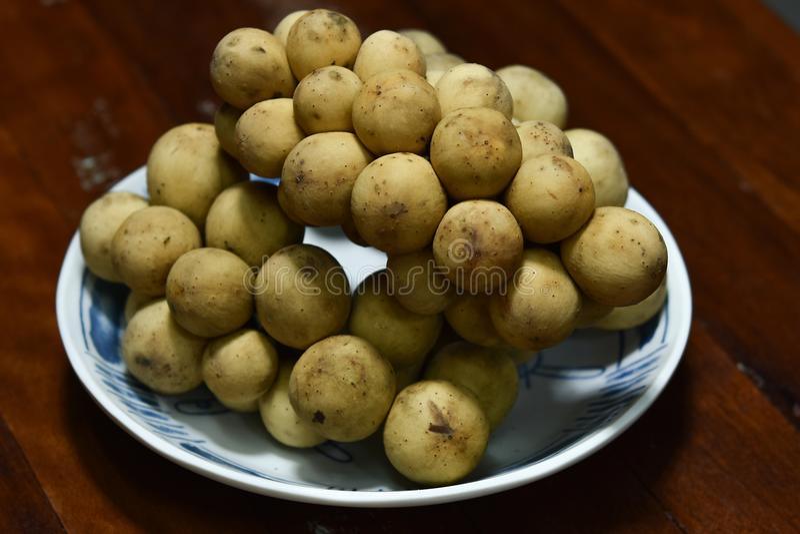 Lansium Longkong lub domesticum jesteśmy Tajlandzkimi tropikalnymi owoc obrazy stock