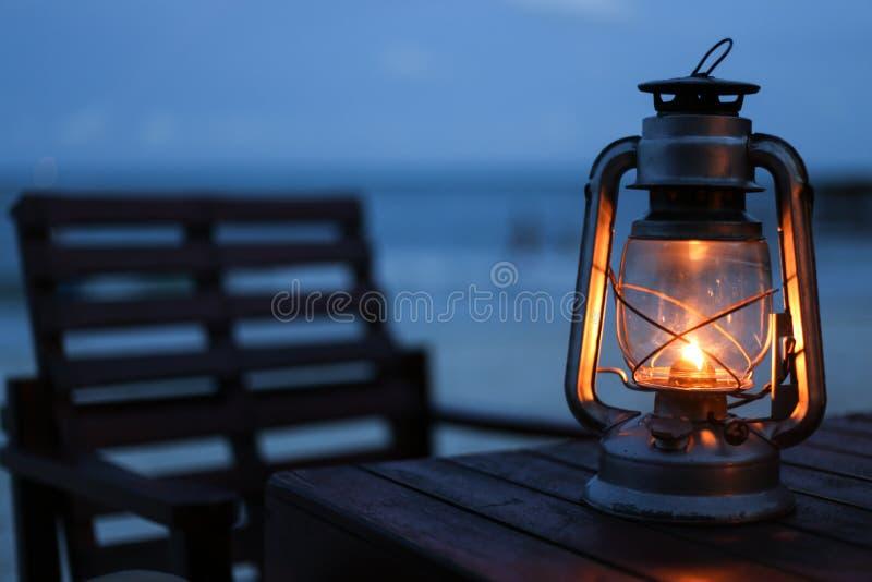 Lantaarn op het strand stock afbeeldingen