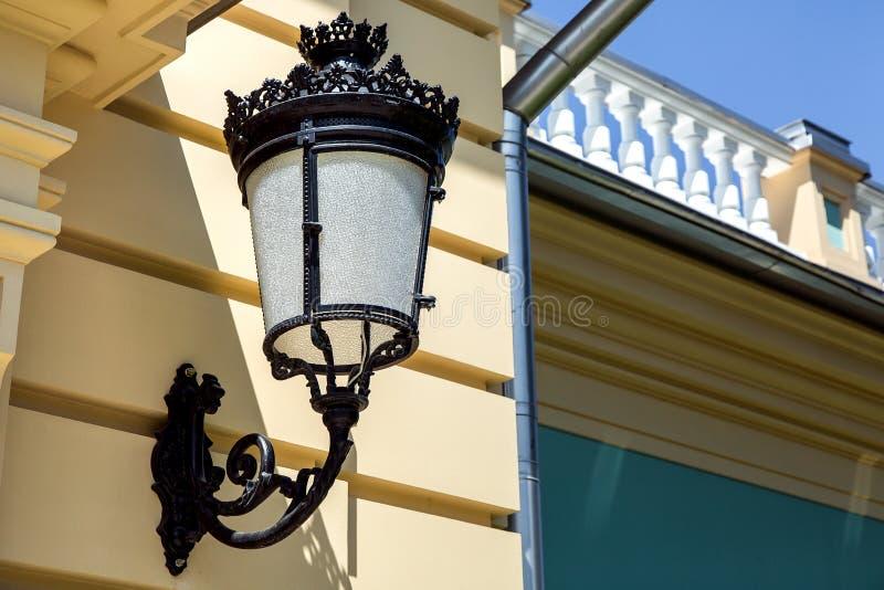 Lantaarn opgezet op de muur royalty-vrije stock foto's