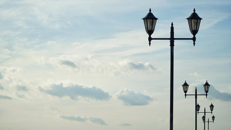 Lantaarnpaal en Hemel stock afbeelding