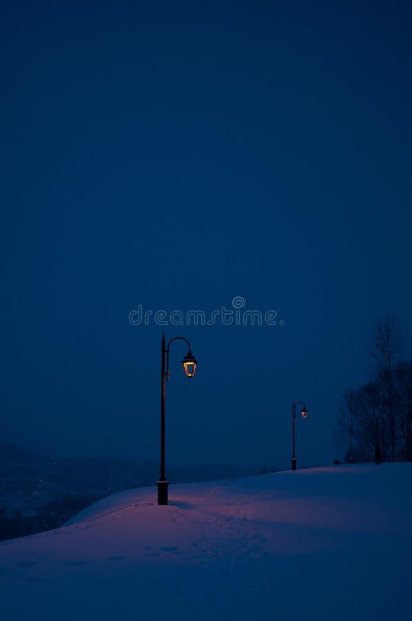 Lantaarnpalen in de wintertijd, Cetatuia, Brasov stock foto
