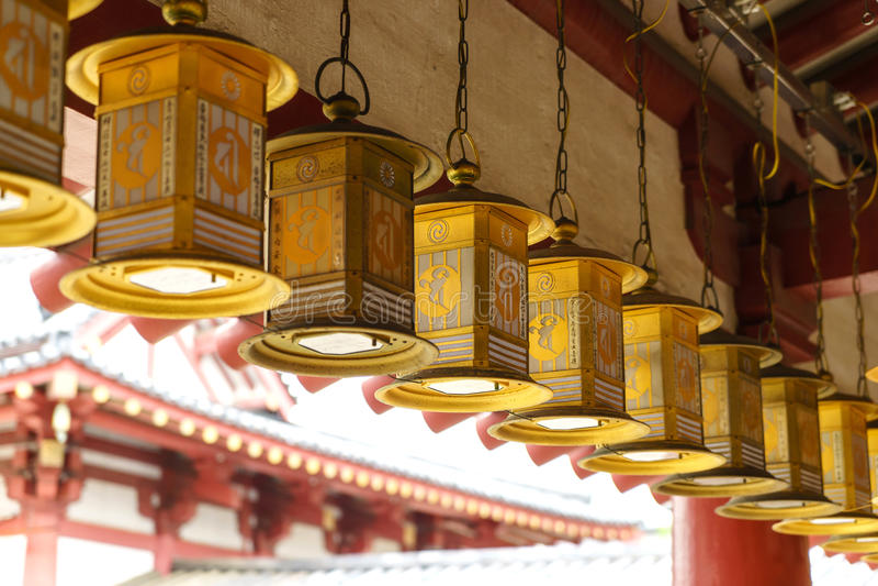 Lantaarns in Shitennoji-Tempel in Osaka, Japan stock afbeeldingen