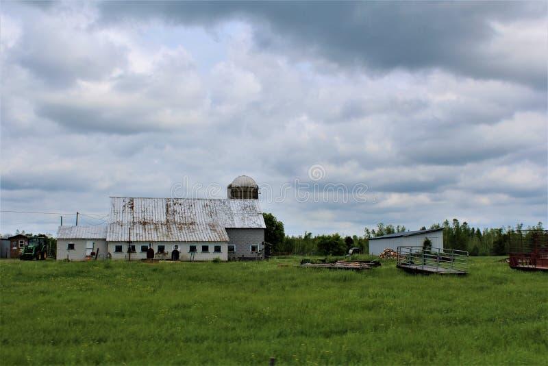 Lantbrukarhembyggnad i lantliga Malone, New York, Förenta staterna royaltyfri foto