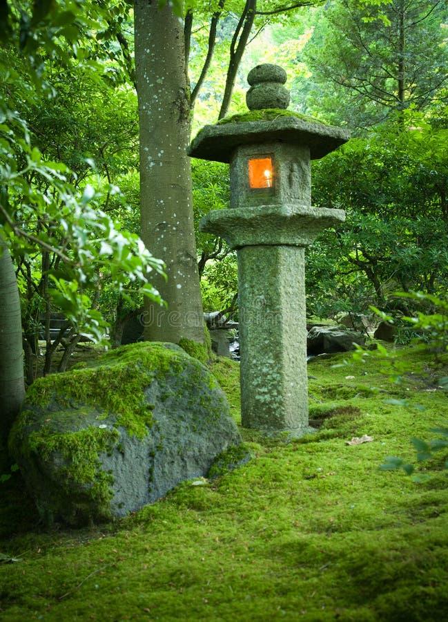 Lanterna al giardino del giapponese di Portland immagini stock libere da diritti