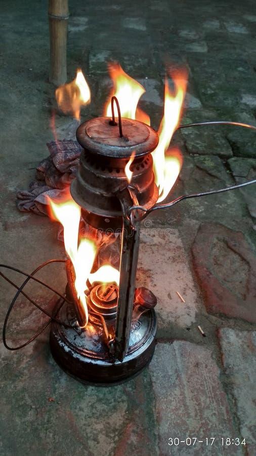 Lanterna ardente foto de stock royalty free