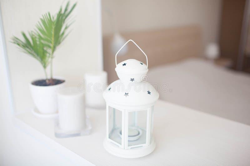 Lanterna branca no interior da casa foto de stock royalty free