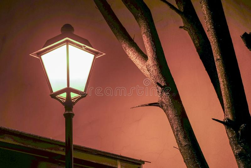 Lanterna d'annata nella notte fotografie stock libere da diritti