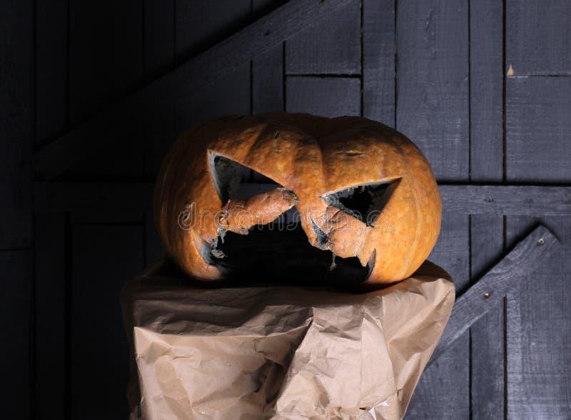 Lanterna de Jack o no Dia das Bruxas Cinzele para fora certas boas vezes lanterna do jaque o como o símbolo do feriado do outono  fotografia de stock