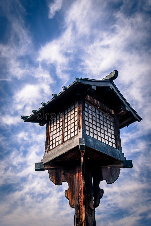 Lanterna de madeira japonesa foto de stock royalty free