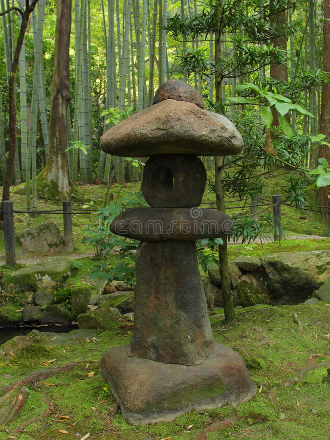 Lanterna de pedra japonesa foto de stock royalty free