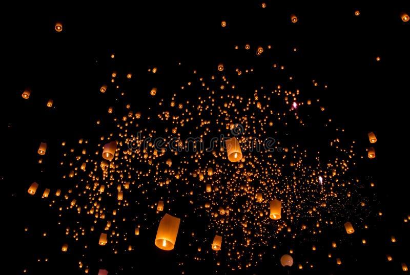 Lanterna di galleggiamento fotografie stock libere da diritti