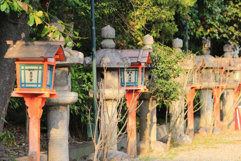 Lanterna di legno della volontà della luce di Gion nel santuario di Yasaka a Kyoto fotografie stock