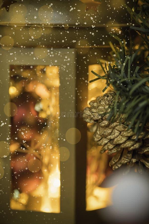 Lanterna di Natale con le luci intense fotografia stock libera da diritti
