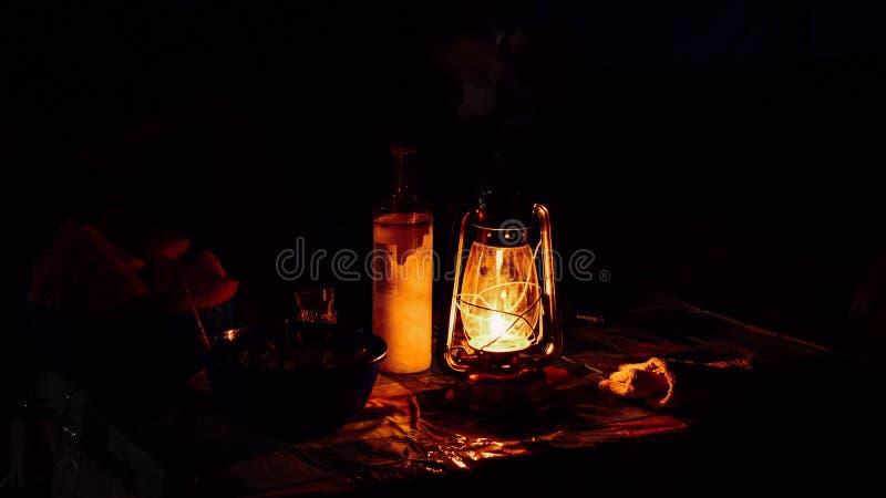 Lanterna do óleo do querosene imagem de stock royalty free