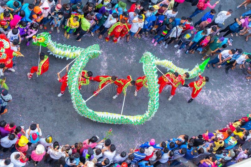 Lanterna do chinês da dança do dragão do festival foto de stock royalty free