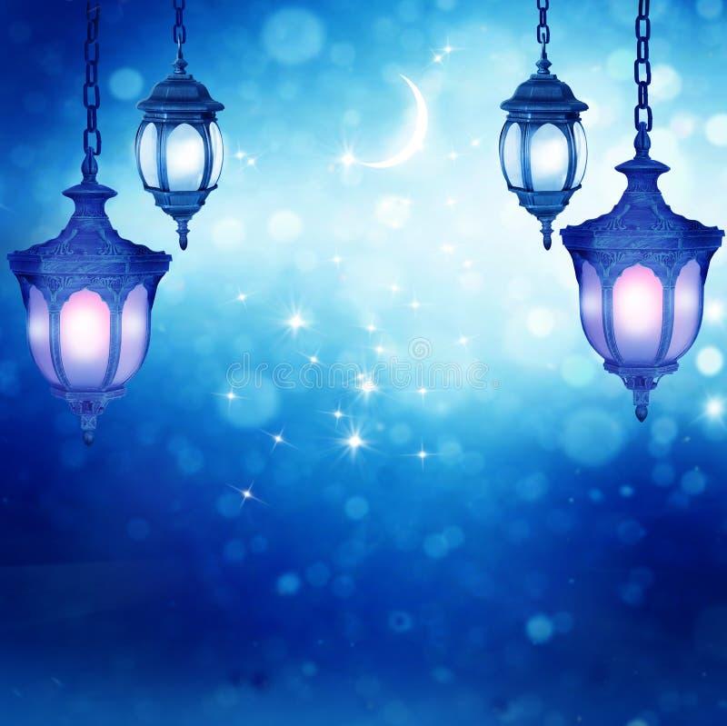 Lanterna do fundo do cumprimento de Eid Mubarak fotos de stock royalty free