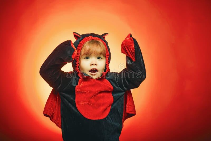 Lanterna do jaque da cabe?a da ab?bora de Dia das Bruxas com velas ardentes Partido de Halloween Etiquetas felizes de Halloween V imagem de stock