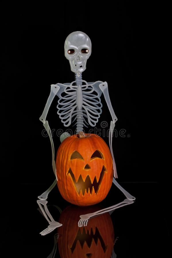 Lanterna e scheletro di Halloween Jack O immagine stock libera da diritti