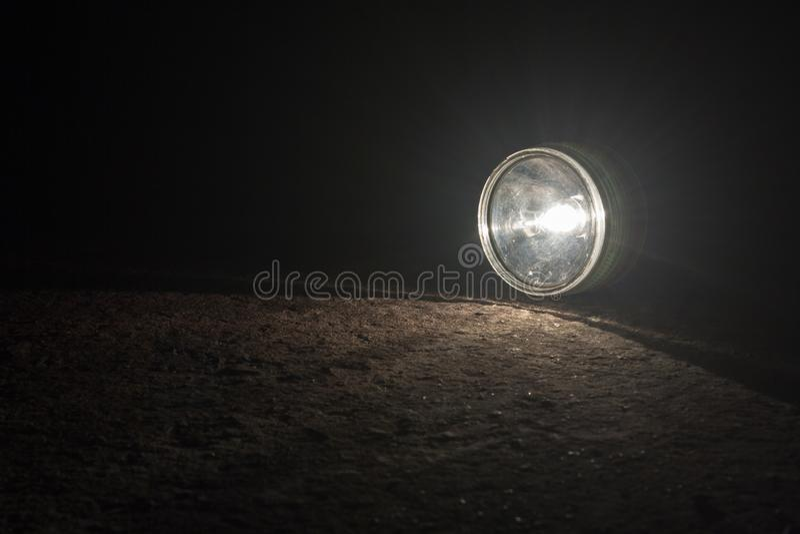 Lanterna elétrica na estrada foto de stock
