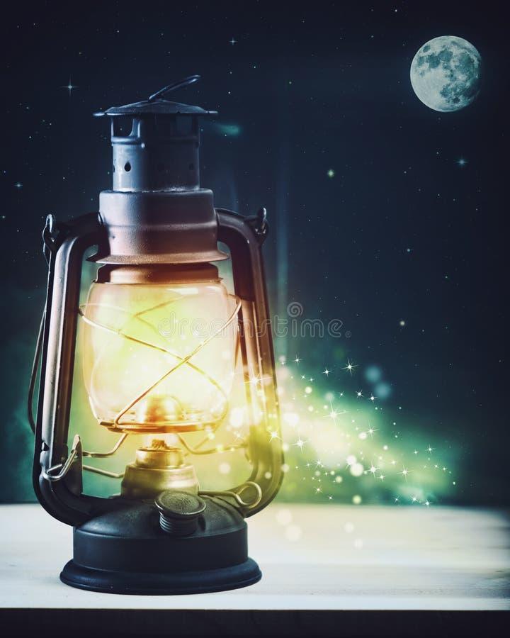 Lanterna mágica maravilhosa da noite e do vintage fotografia de stock