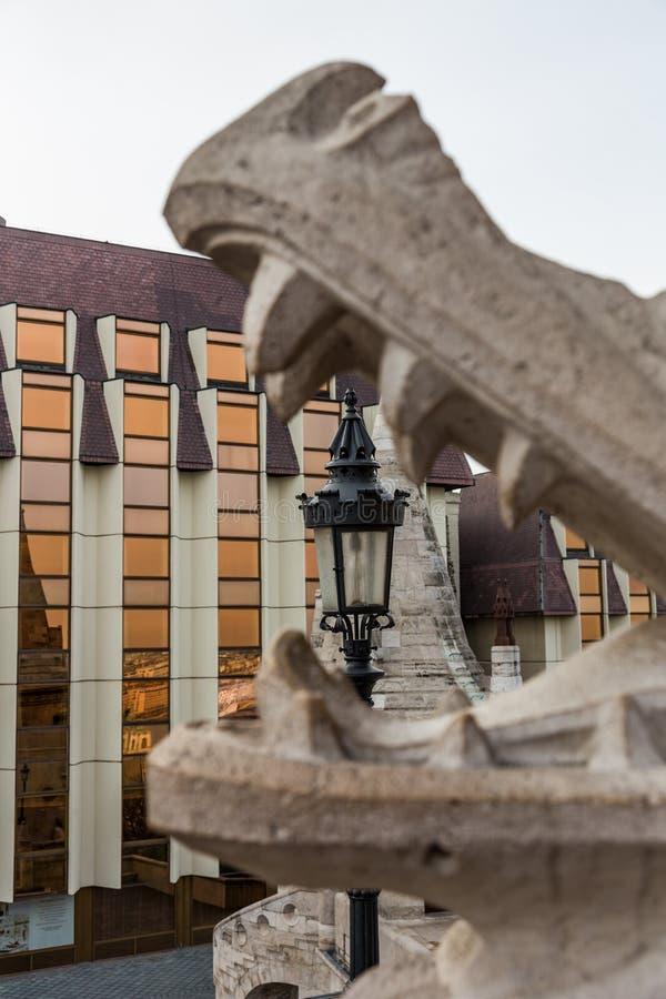 Lanterna na boca do dragão, Budapest, Hungria imagens de stock